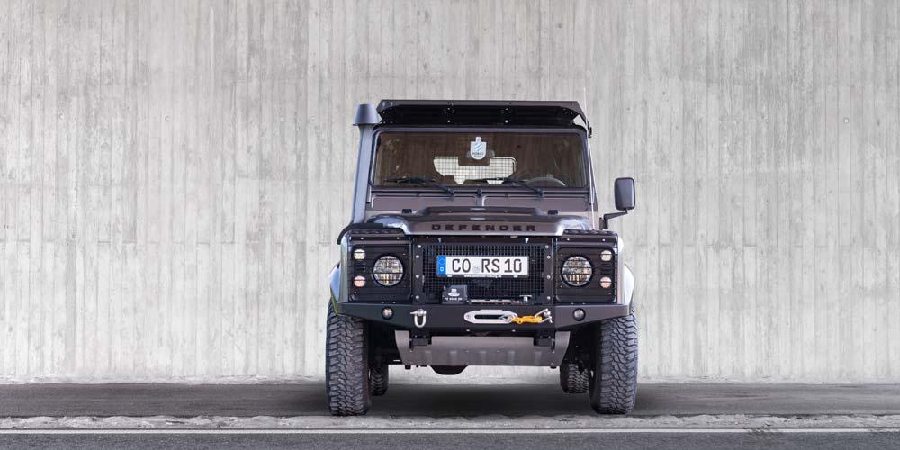 Defender 110 Station Wagon SE Black Pack Front